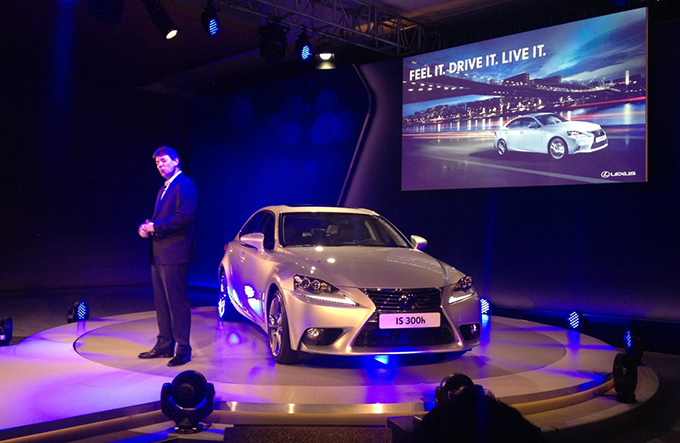 Lexus IS300H Launch