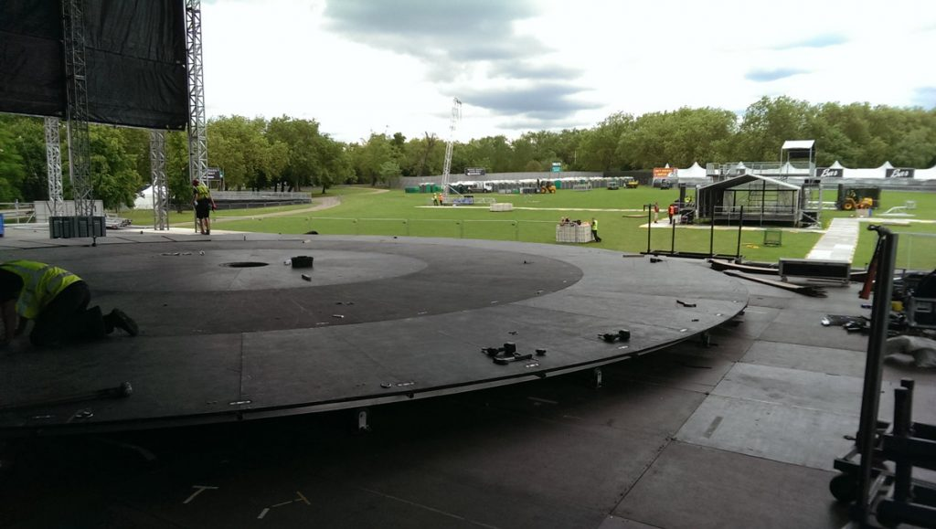 17m-revolving-stage-Finsbury-Park