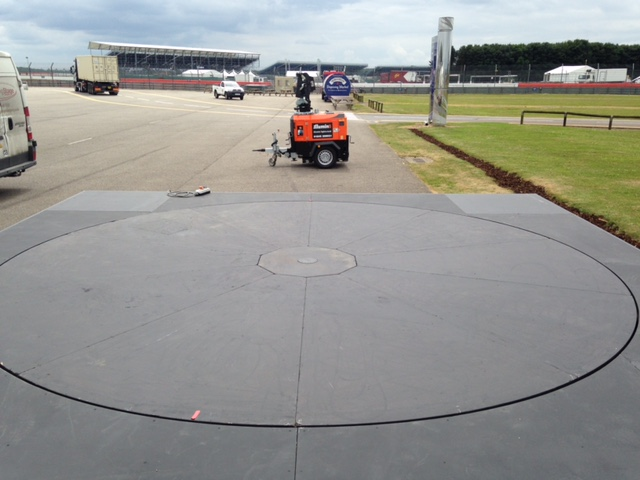 5m and surround - Classic Car Racing Silverstone 3