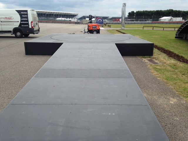 5m and surround - Classic Car Racing Silverstone 4